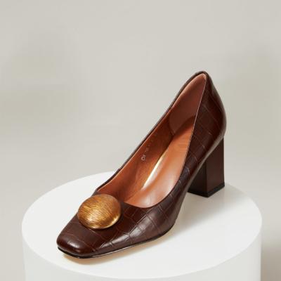 働く女性 本革 ブラウン レトロ風 スクエアトゥのクロコ型押し バックルパンプス 履き心地 お仕事靴