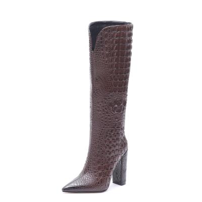 ブラウン クロコダイルの柄が型押しされたロングブーツ