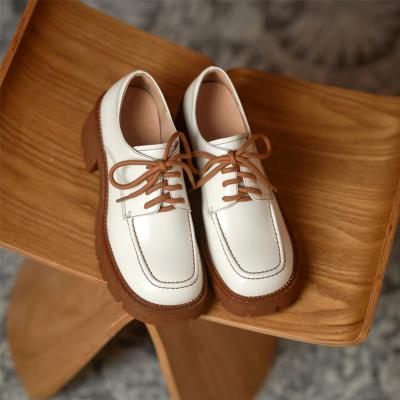 ホワイト 本革 レースアップ シューズ 履き心地 チャンキーヒール 厚底靴