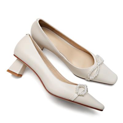 ホワイト 本革 アンティーク パールリボン ローヒール 春夏 人気パンプス レディース靴