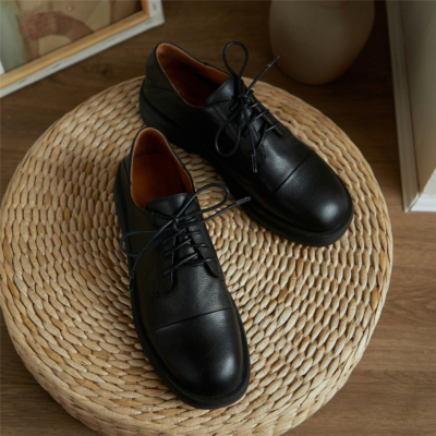 ブラック 本革 フラットシューズ ローファー レースアップ歩きやすい靴