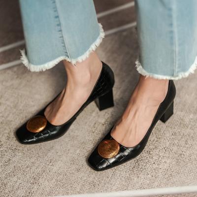 ブラック 働く女性 本革 レトロ風 スクエアトゥのクロコ型押し バックルパンプス 履き心地 お仕事靴