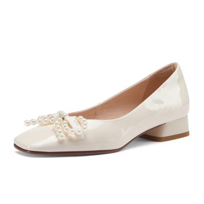 ベージュ パテントレザー  パール結び ローヒール バレエシューズ 大人の可愛い靴